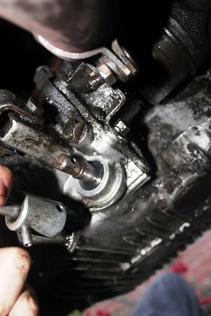 How To Change Gear Selector Oil Seal (With Photos) - Problems